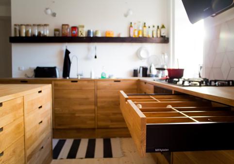 Køkkener i massivt træ   mange smarte detaljer   mifapladen.dk